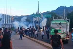 universitarios que protestaron contra Reelección