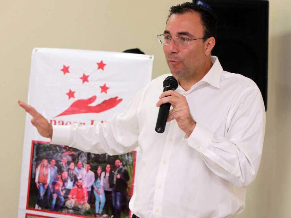Luis Zelaya pondrá en venta avión presidencial