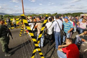 Maduro cierra la frontera con Colombia